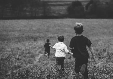 Niños corriendo.